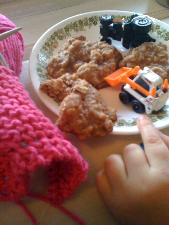 Muffin tops and knitting